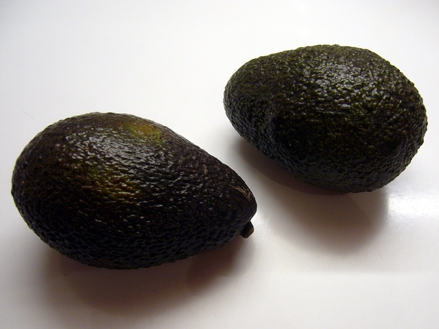 Avocats bien mûrs pour le guacamole